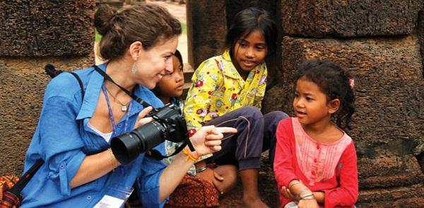 cambodia_local-kids_camera-799x392